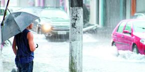 Chuvas continuam em Santos e morros mantêm estado de atenção