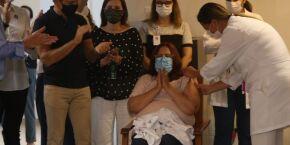 Primeira santista vacinada contra a covid-19 é enfermeira