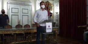 Vacina de Oxford chega nesta terça-feira, diz prefeito de Santos