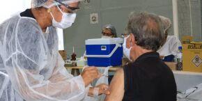 Peruíbe: Maiores de 70 anos já podem agendar 3ª dose da vacina