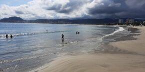 Guarujá libera acesso às praias durante a semana: veja regras