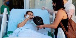 Hospital de Cubatão realiza desejo de paciente internada de rever seu jabuti