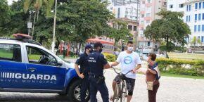 Guarda Municipal faz 208 abordagens e aplica cinco multas por falta de máscara em Santos
