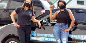 Instrutora de veículos dá aulas às mulheres habilitadas na Baixada Santista