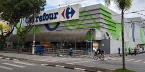 Funcionário é encontrado após ficar 36 horas preso em elevador no Carrefour, em Santos
