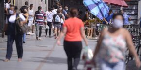 Brasil registra 680 mortes por Covid em 24 h e média móvel de óbitos cresce mais de 20%