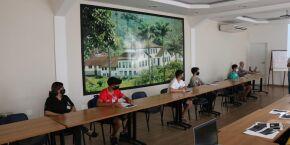 Curso para jovens em Santos orienta sobre currículos e abre chance para seleção de trabalhadores