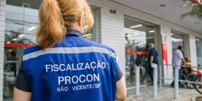 Verdadeiro chá de cadeira! Procon autua agência bancária de São Vicente por demora