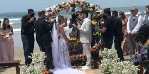Casamento na praia marca retomada  gradativa e segura de eventos