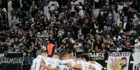 Corinthians bate o Fluminense e iguala pontuação do Palmeiras no Brasileiro