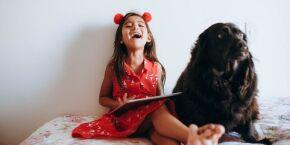 Estudo revela que os pets reduzem o estresse das crianças durante a aprendizagem virtual