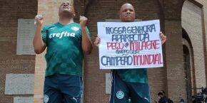 Estivador de Santos e marido vão até Aparecida pedir pelo Mundial do Palmeiras