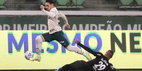 Erros defensivos custam caro e Palmeiras leva 4 do Bragantino em casa