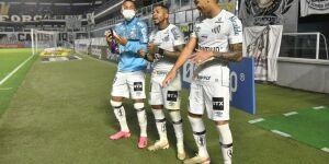 Confira as fotos de Santos 2 x 0 São Paulo na Vila Belmiro