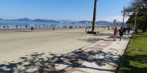 Praias de Santos lotadas neste domingo (12/07/2020)