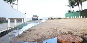 Praia de Pernambuco é, mais uma vez, alvo de esgoto