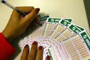 As apostas podem ser feitas até as 19h nas lotéricas de todo o país