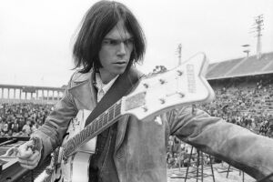 """Compositor de clássicos como """"Heart of Gold"""", """"Harvest"""" e """"Old Man"""", Neil Young costumava ser contra o uso de suas músicas em peças de publicidade"""