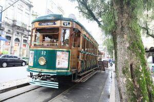 O roteiro inclui um 'tour' pelo conjunto de três históricos carros ferroviários de passageiros que integram o acervo