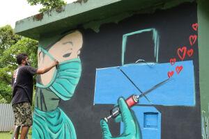 Pintura foi feita pelo grafiteiro Carlos Roberto da Silva, mais conhecido como Catts.