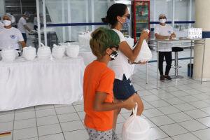 Cada convite custa R$50,00 e garante a refeição de duas pessoas