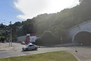 Motorista foi obrigado a parar o carro na Rua Professor Celso da Cunha Alves, no Jabaquara