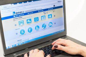As únicas formas legais disponíveis para solicitar serviços eletrônicos do Detran.SP são através do portal na internet