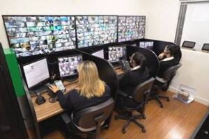 O sistema remoto de monitoramento da Safer flagrou toda a ocorrência e uma das operadoras foi quem acionou a polícia.