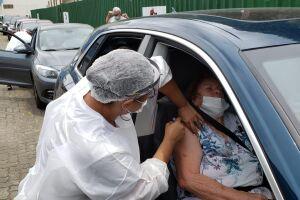 Vacinação contra a Covid-19 vem sendo antecipada em vários municípios do litoral