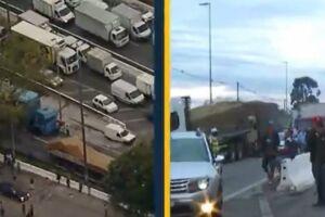 Caminhoneiros durante protesto na Marginal do Tietê nesta sexta