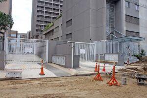 Edifícios Trend e Fusion Home, na Rua Emílio Ribas, estão com acessos de veículos bloqueados. Moradores reclamam falta de planejamento