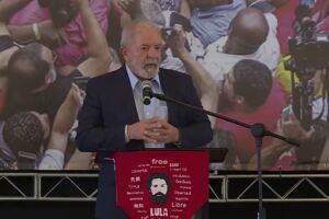 Lula durante pronunciamento na sede do Sindicato dos Metalúrgicos, no ABC