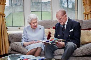 A Rainha Elizabeth II e o príncipe Philip já foram vacinados contra Covid-19