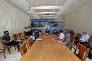 Servidores municipais e o Prefeito compareceram à posse dos conselheiros eleitos
