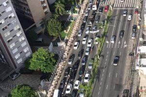 Trânsito ficou caótico após acidente