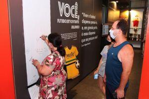 Turistas conhecendo o Museu Pelé