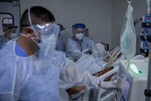 Governo de SP diz que remédios para intubação podem acabar nos próximos dias