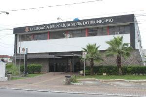 O rapaz admitiu que estava vendendo as drogas e que receberia R$ 20,00 para cada R$ 120,00 reais em drogas comercializados