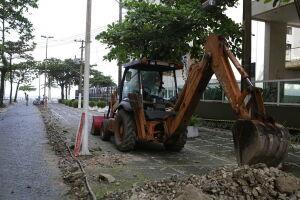 Foram iniciadas as obras de reestruturação de vias de acesso da Praia de Pitangueiras, uma das mais frequentadas por banhistas