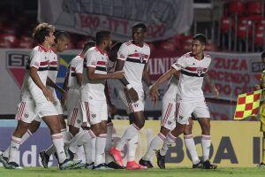 O São Paulo não teve dificuldades para impor seu ritmo e goleou o São Caetano no Morumbi