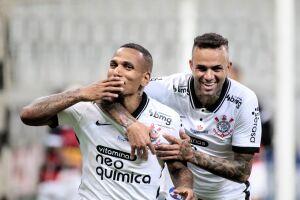 Otero comemora o primeiro gol do Corinthians com Luan