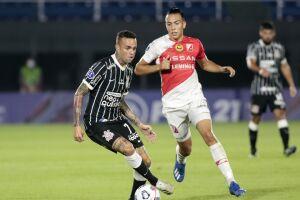 Luan teve atuação regular no empate sem gols do Corinthians no Paraguai