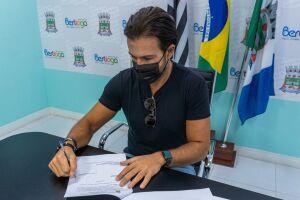 No início de abril o prefeito Caio Matheus esteve reunido presencialmente com o secretário de Desenvolvimento Regional para tratar sobre o envio de vacinas para o Município