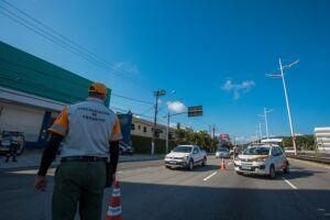 Os bloqueios acontecem de forma organizada, priorizando a passagem de ônibus municipais e intermunicipais, táxis e veículos de carga