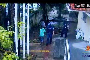Guardas prenderam o suspeito e recuperaram os objetos