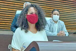 Débora Camilo está avaliando a possibilidade de acionar na Justiça o assessor parlamentar Roberval Nicácio de França