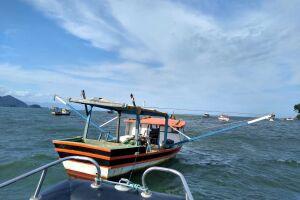 Embarcação foi abordada e, durante fiscalização, os tripulantes confessaram a intenção de se evadir da irregularidade