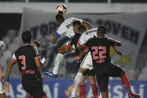 Com o resultado, o Santos fica com seis pontos, em segundo lugar no Grupo D, dois pontos atrás do Mirassol