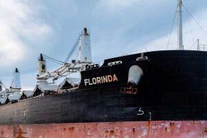 Trata-se do navioMV Florinda, vindo da Guiné (África Ocidental).