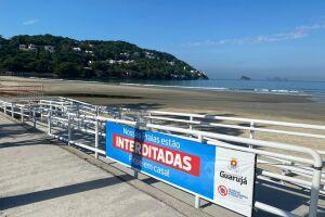 O decreto proíbe a permanência de pessoas e a colocação de guarda-sóis, mesas e cadeiras na faixa de areia